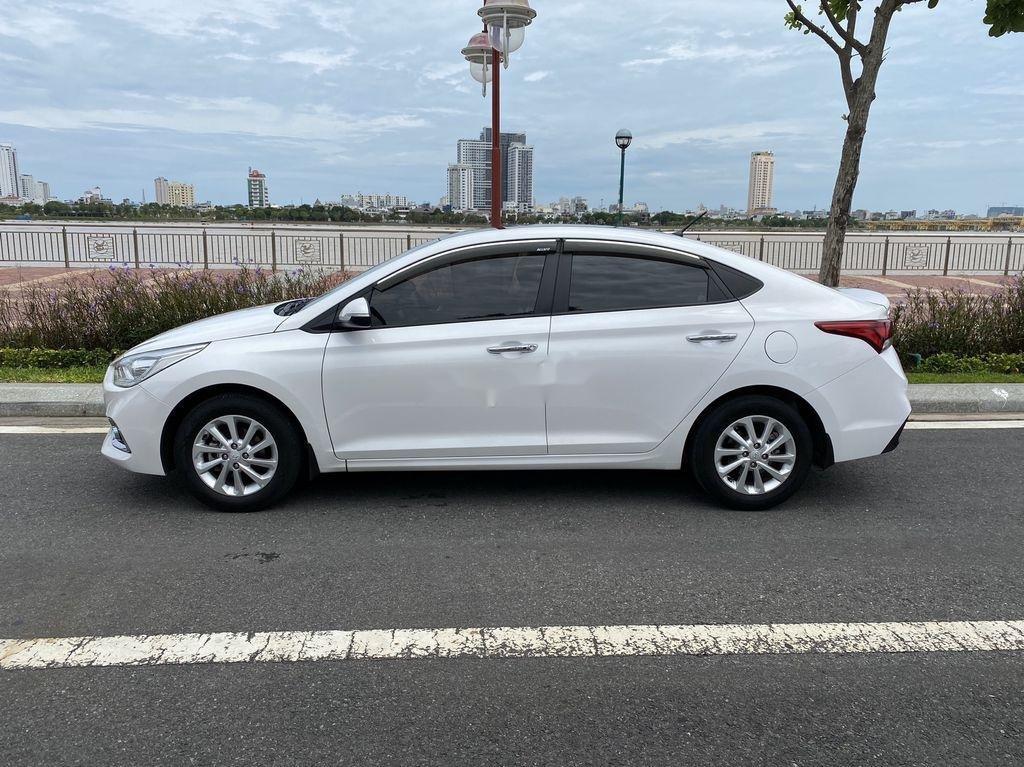 Cần bán xe Hyundai Accent năm 2018, màu trắng, nhập khẩu, giá tốt (5)