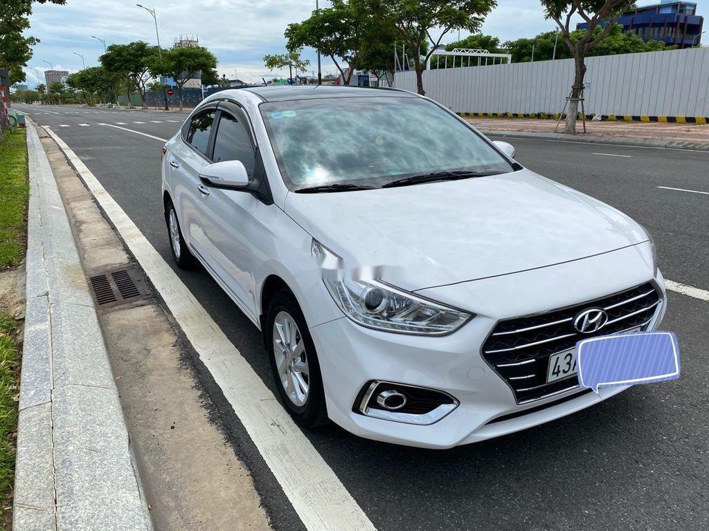 Cần bán xe Hyundai Accent năm 2018, màu trắng, nhập khẩu, giá tốt (2)