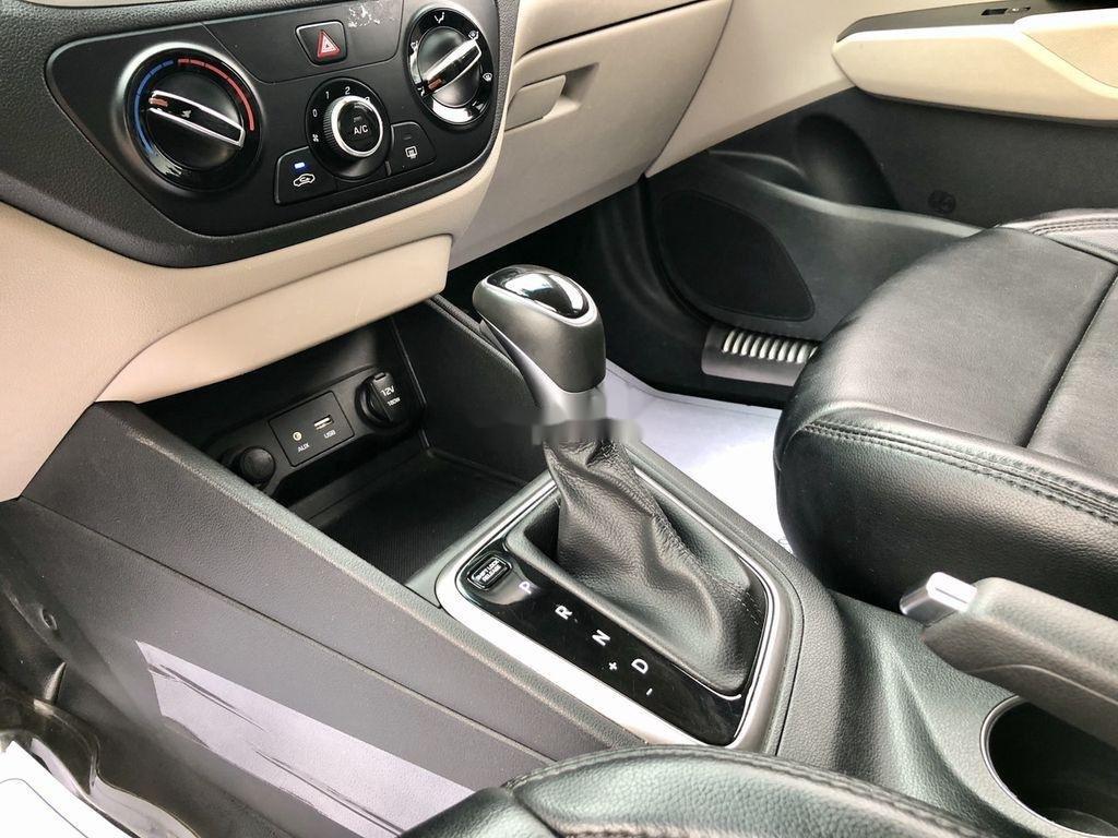 Bán xe Hyundai Accent 2019, màu trắng (11)