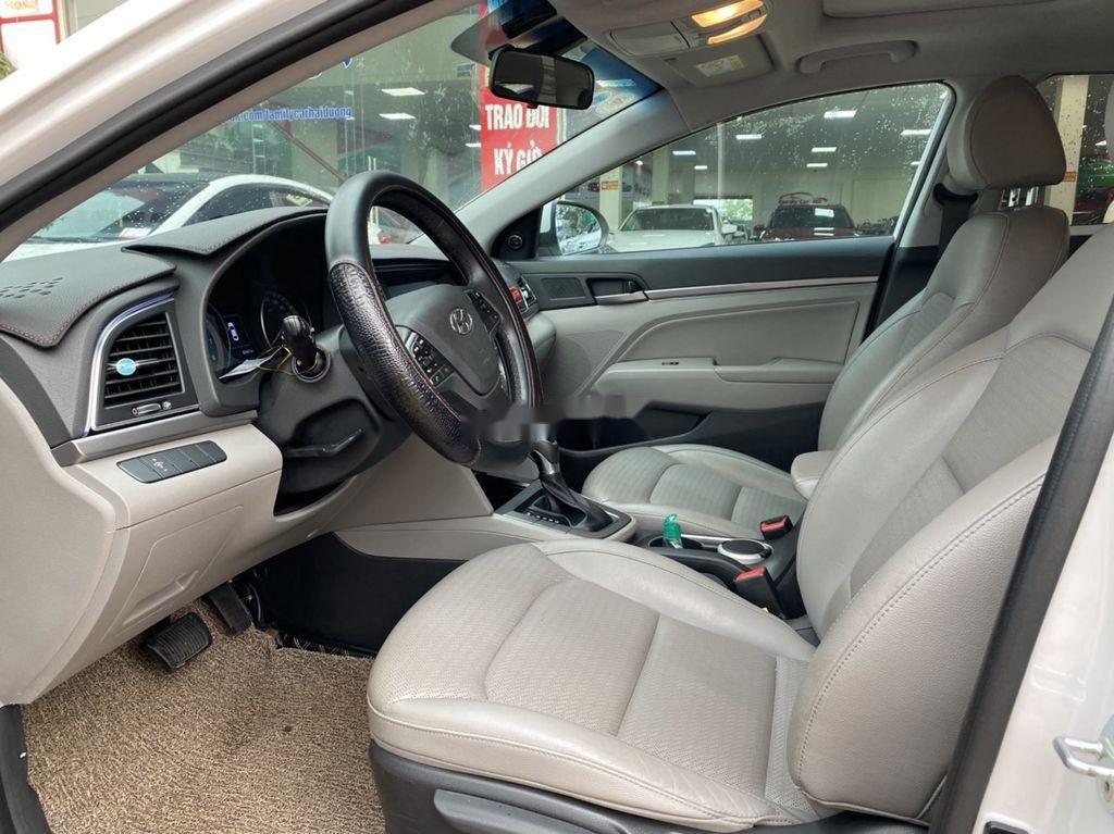 Cần bán lại xe Hyundai Elantra sản xuất năm 2017, màu trắng  (10)