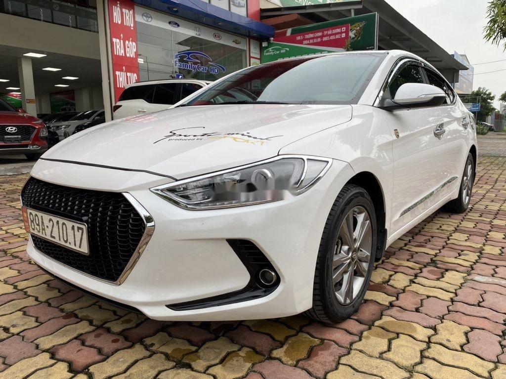 Cần bán lại xe Hyundai Elantra sản xuất năm 2017, màu trắng  (3)