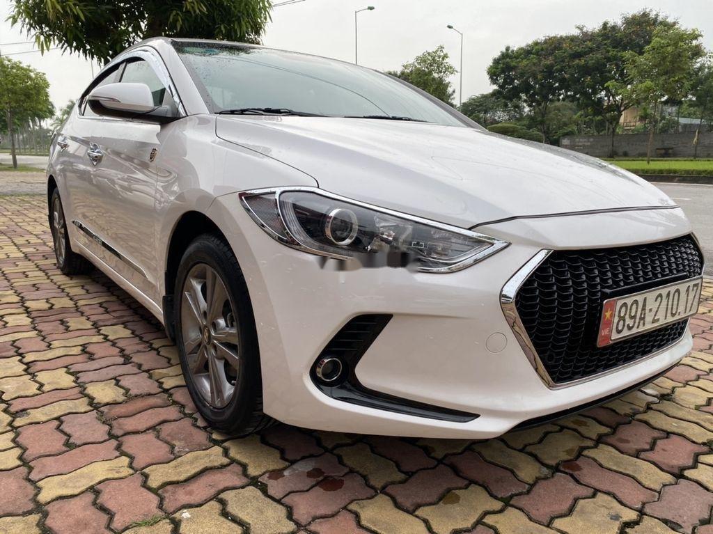 Cần bán lại xe Hyundai Elantra sản xuất năm 2017, màu trắng  (2)
