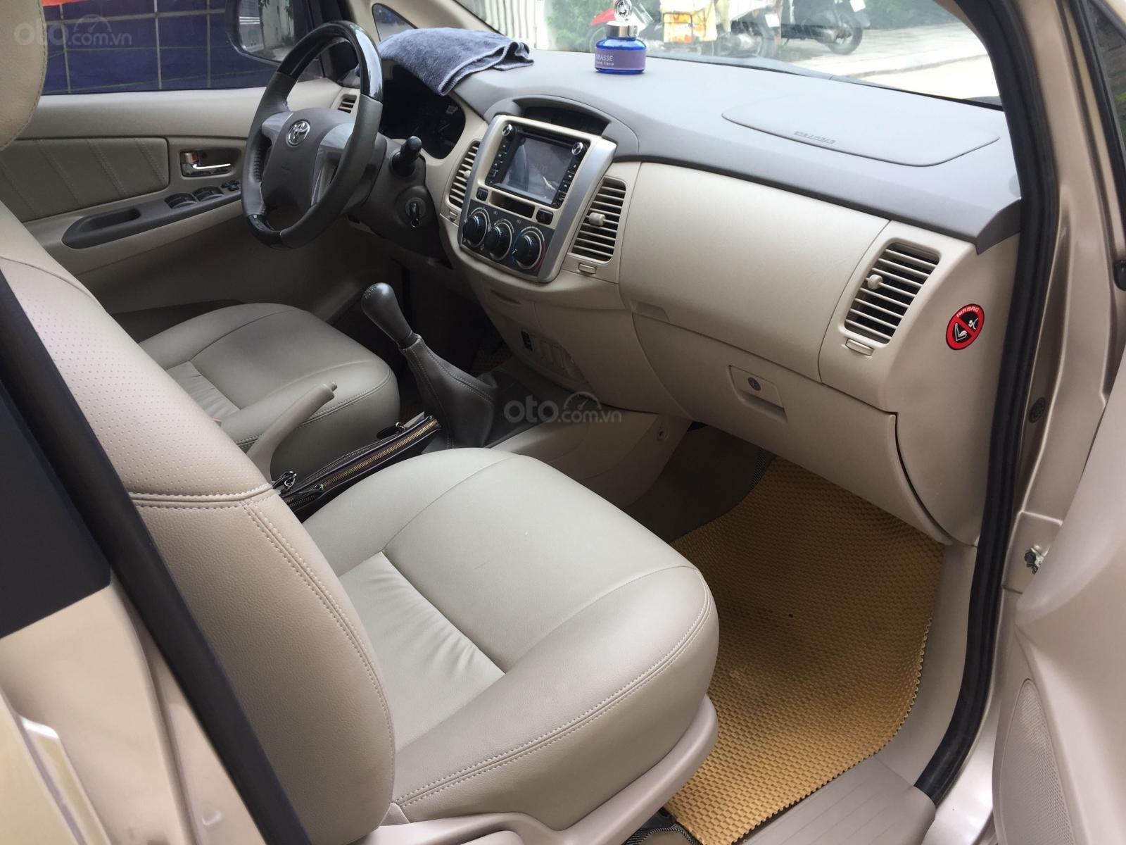 Chính chủ tôi cần bán Toyota Innova 2.0E 2015 số sàn, màu vàng cát (7)