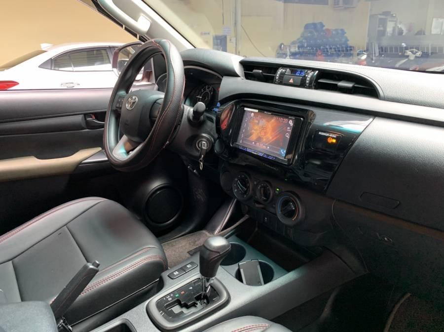 Bán Toyota Hilux 2019, màu đỏ, nhập khẩu, số tự động, giá tốt (6)