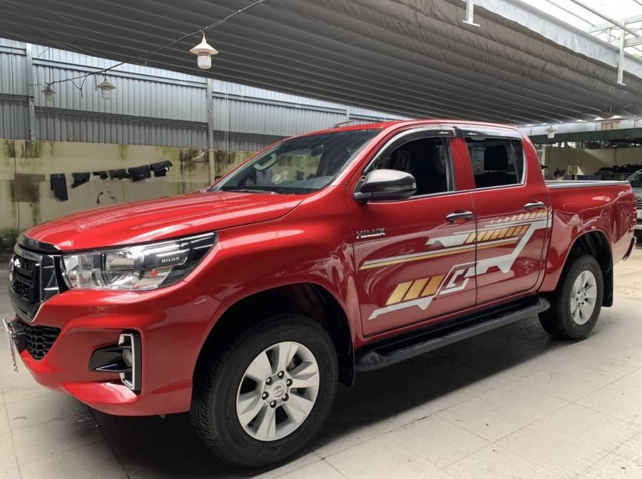 Bán Toyota Hilux 2019, màu đỏ, nhập khẩu, số tự động, giá tốt (13)