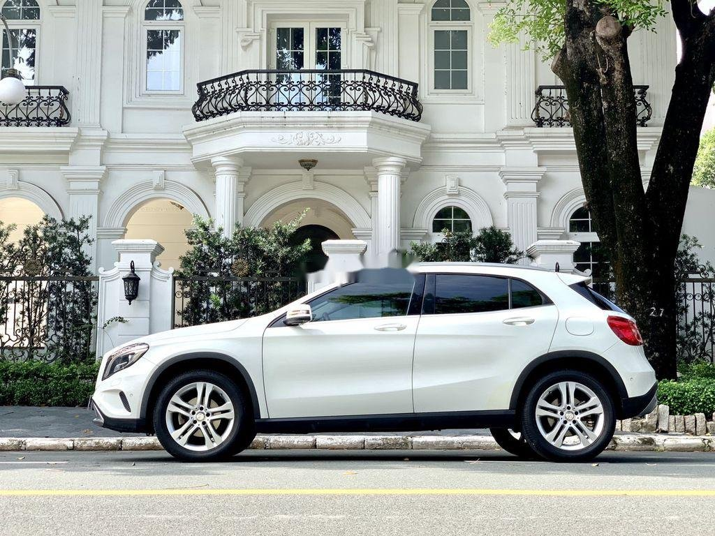 Cần bán gấp Mercedes GLA200 sản xuất năm 2015, màu trắng, xe nhập (2)