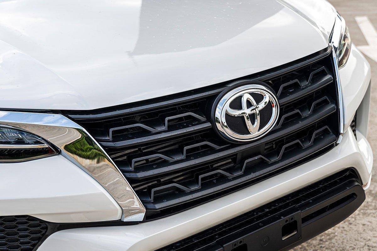 Thiết kế ngoại thất Toyota Fortuner mới 3.