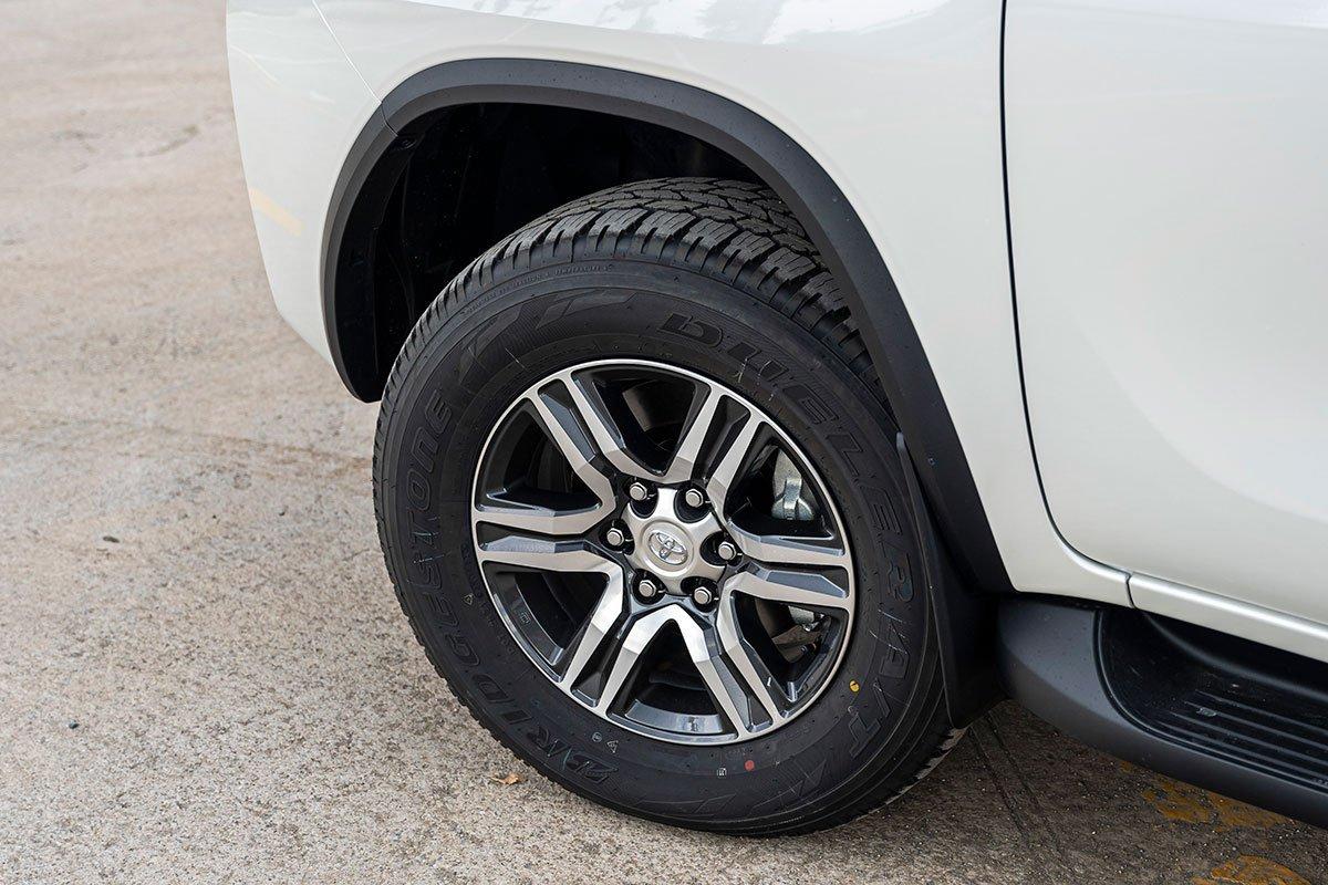 Thiết kế ngoại thất Toyota Fortuner mới 4.