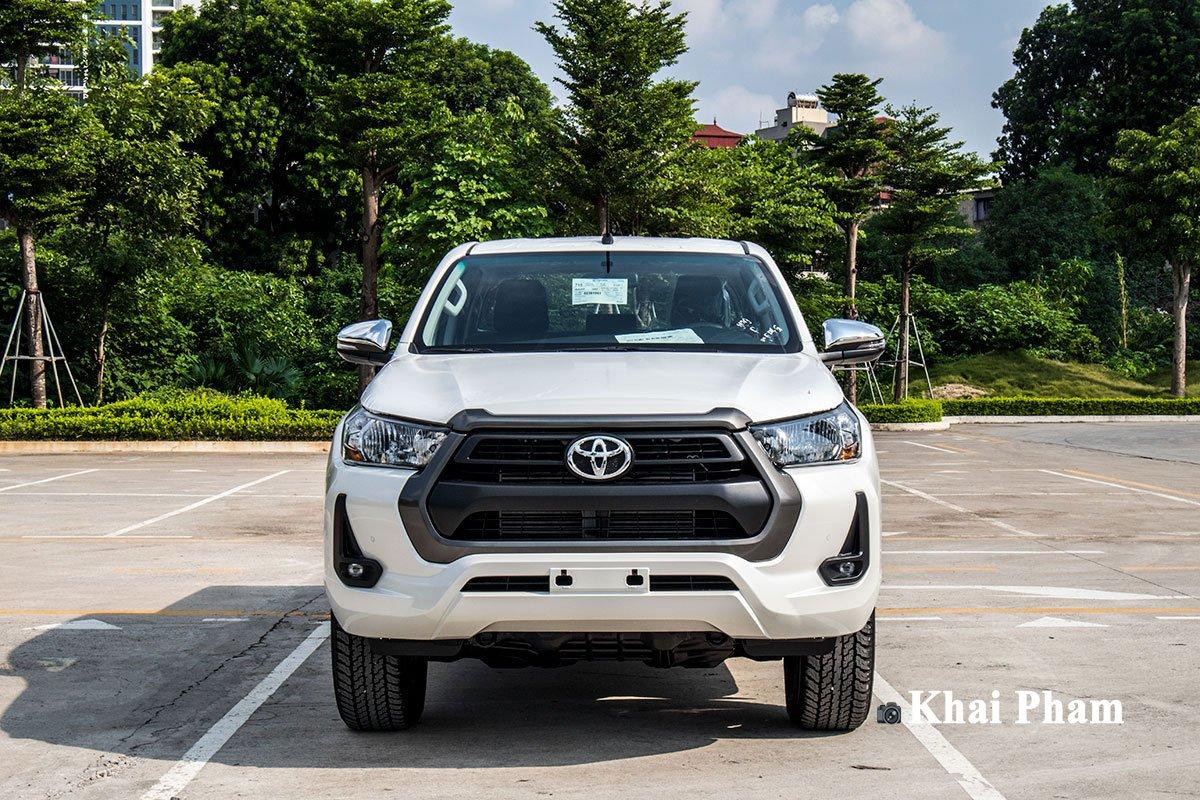 Ảnh chính diện đầu xe Toyota Hilux 2020