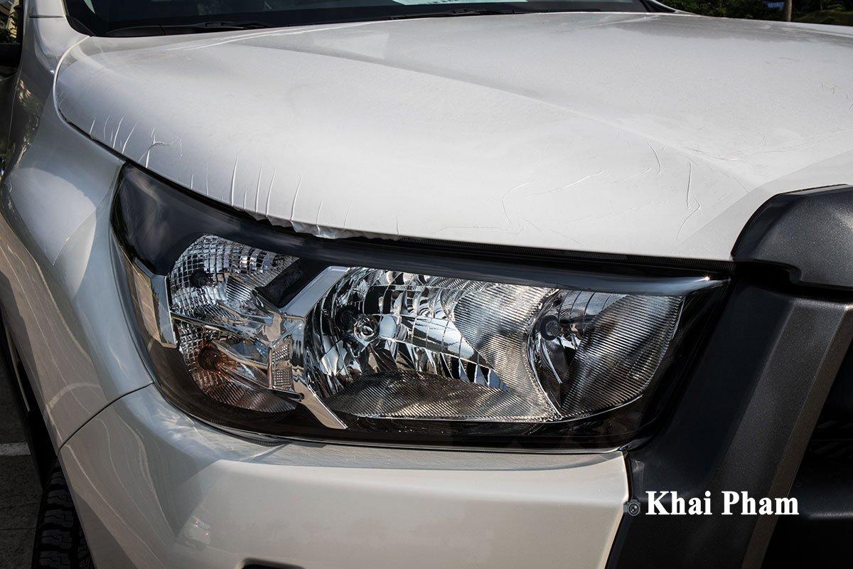 Ảnh Đèn pha xe Toyota Hilux 2020