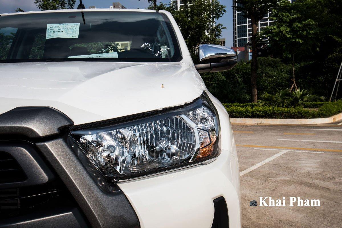 Ảnh Đèn pha phải xe Toyota Hilux 2020