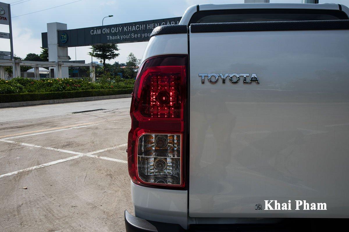 Ảnh Đèn hậu xe Toyota Hilux 2020