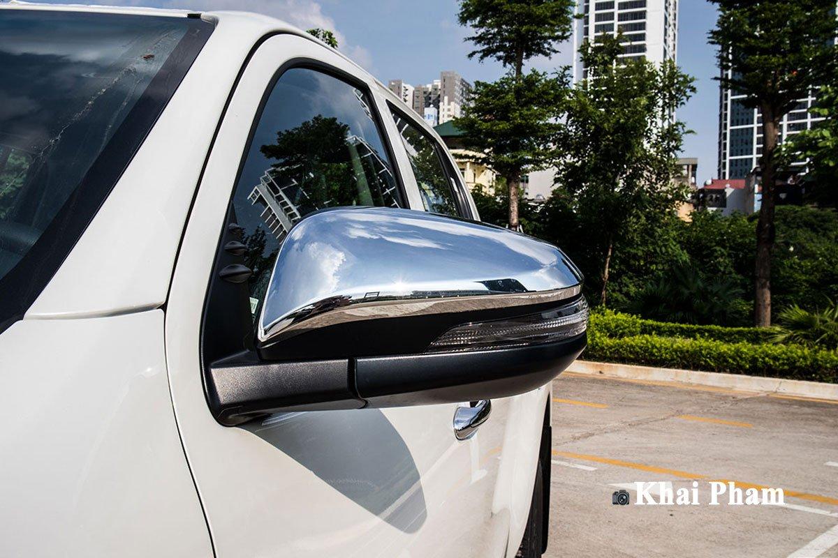 Ảnh gương xe Toyota Hilux 2020