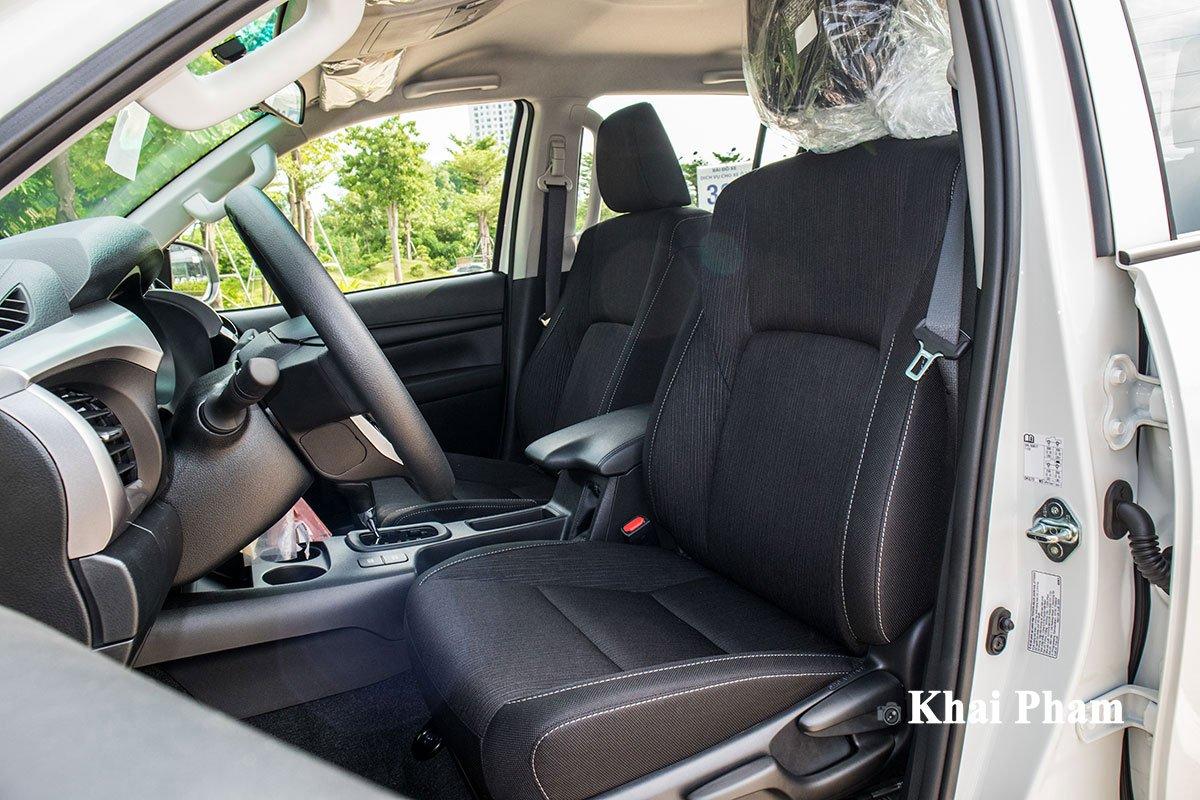 Ảnh Ghế lái xe Toyota Hilux 2020