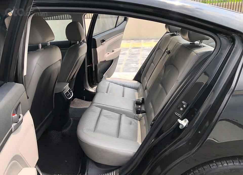 Cần bán gấp Hyundai Elantra 2.0 sản xuất năm 2017, màu đen   (4)