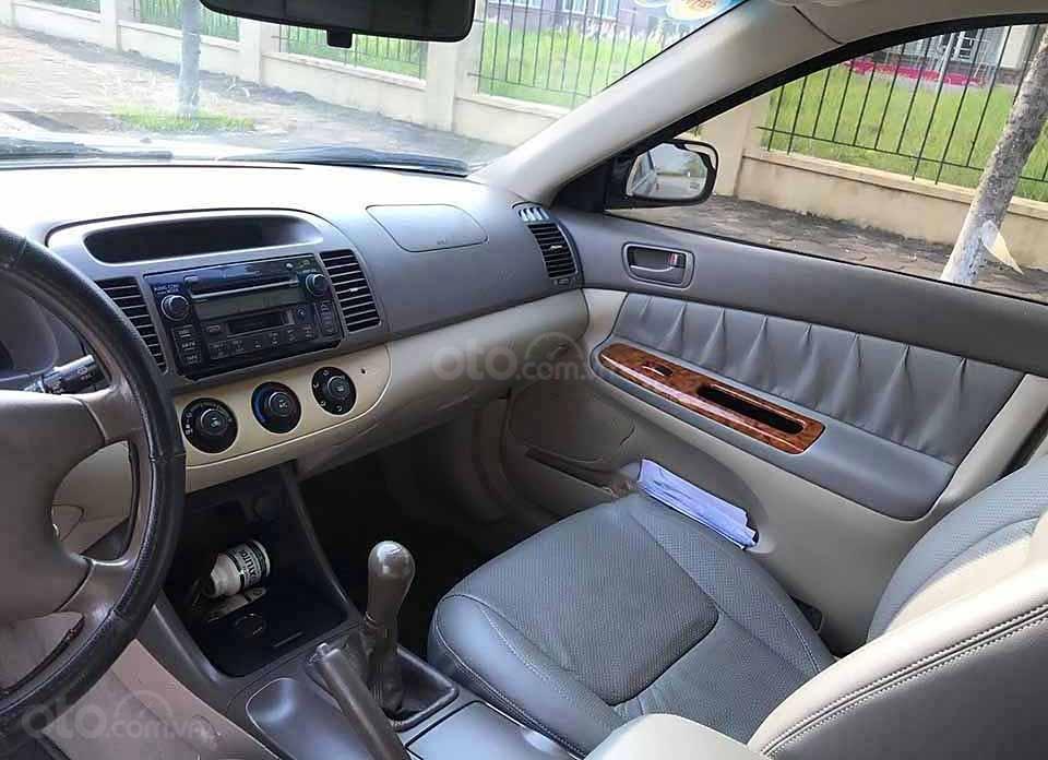 Cần bán xe Toyota Camry năm 2003, màu đen, xe nhập  (2)
