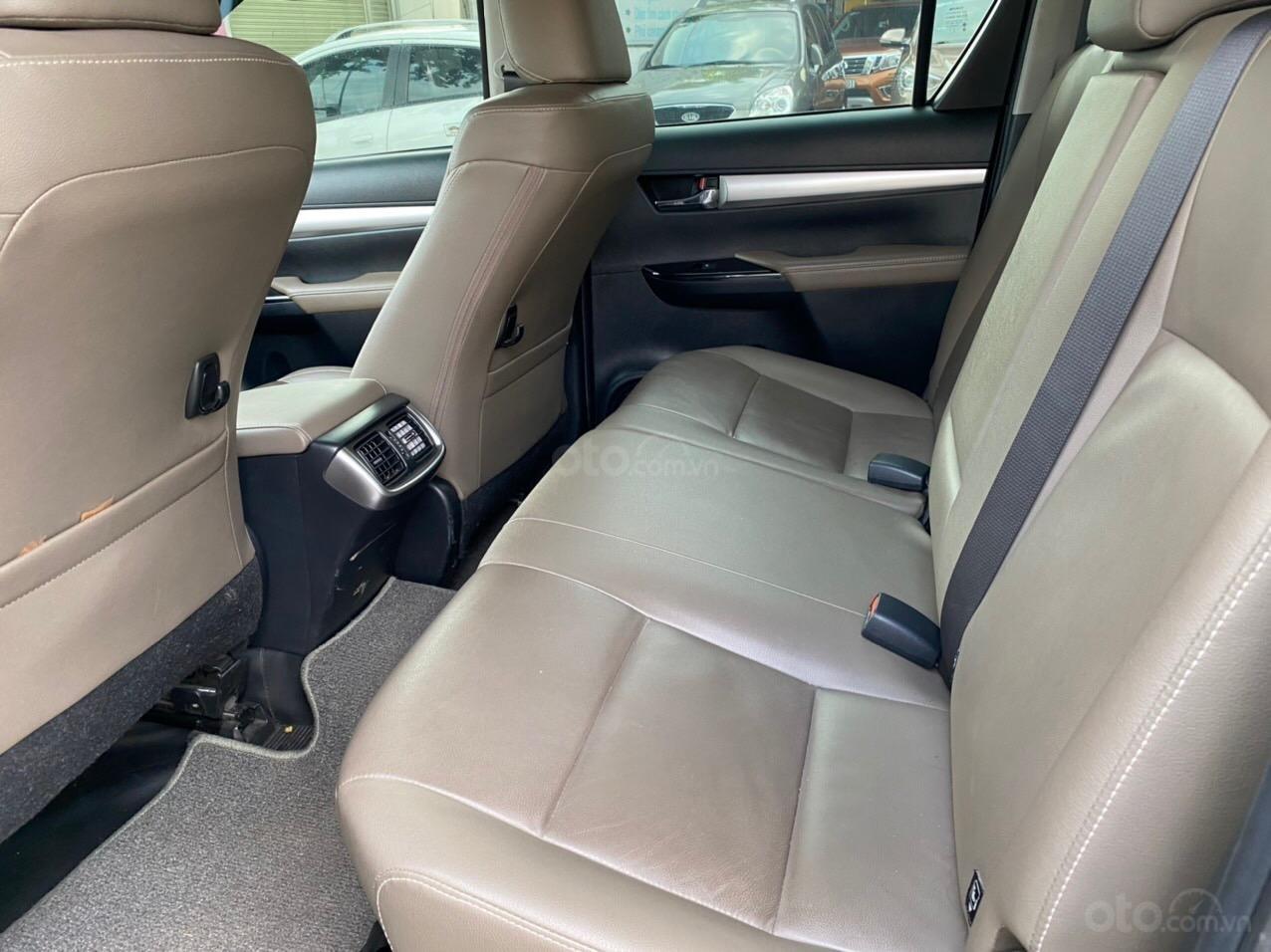 Toyota Hilux 2.8G 4x4 2017, xe bán hãng bảo hành 1 năm (6)