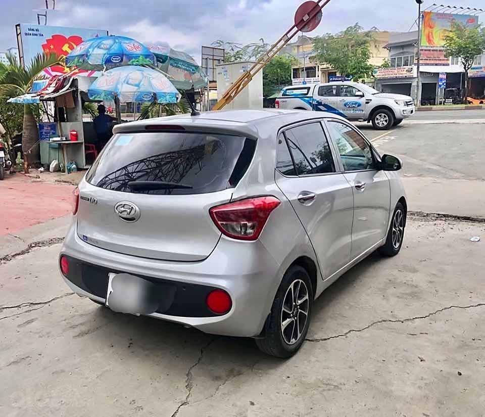 Cần bán Hyundai Grand i10 sản xuất 2017, màu bạc, xe nhập   (4)