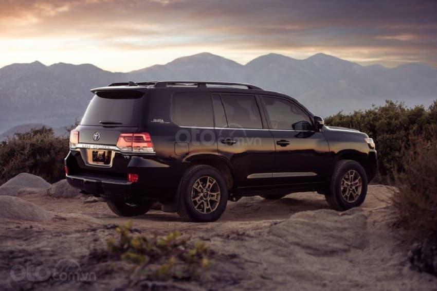 Toyota Land Cruiser 2020, giao ngay màu trắng tại Toyota Gò Vấp (1)
