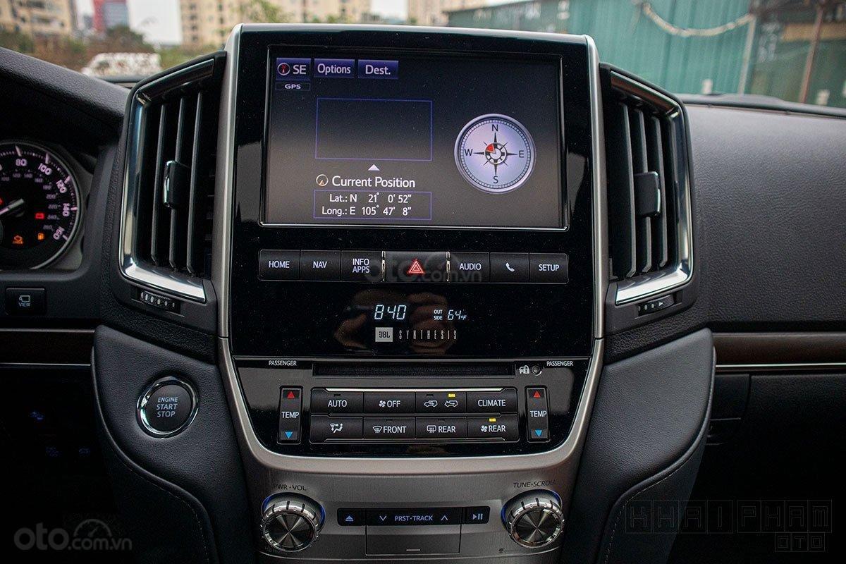 Toyota Land Cruiser 2020, giao ngay màu trắng tại Toyota Gò Vấp (6)