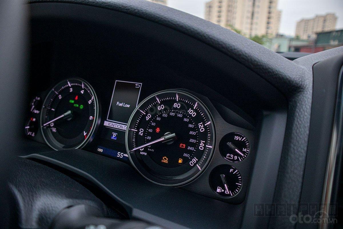 Toyota Land Cruiser 2020, giao ngay màu trắng tại Toyota Gò Vấp (3)