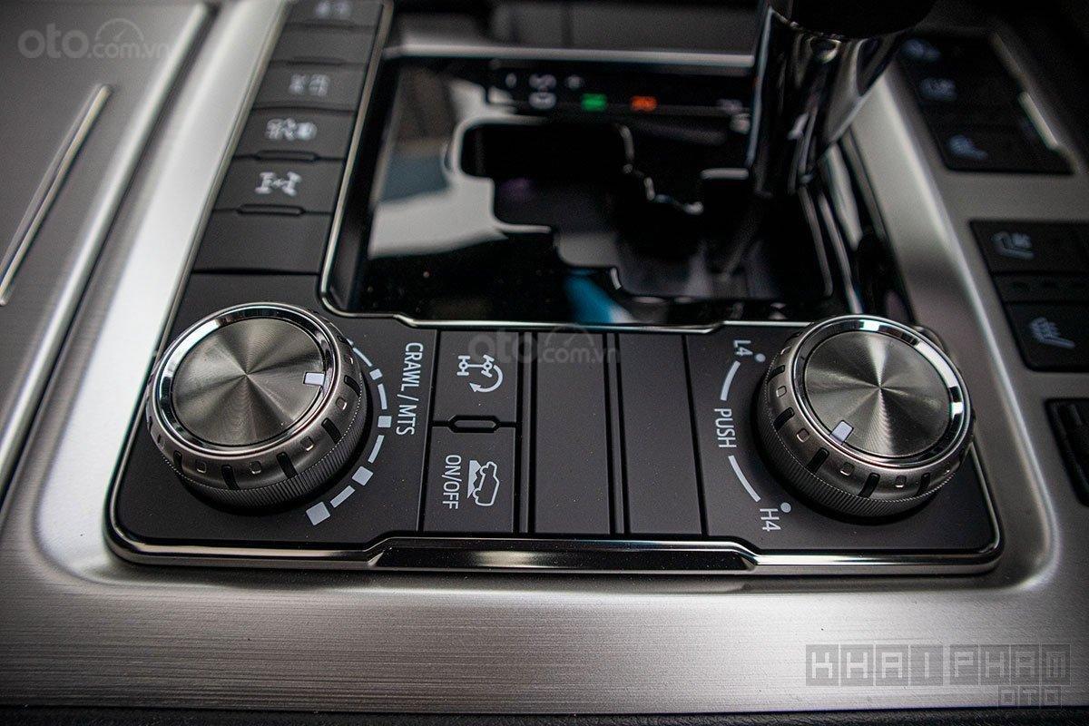 Toyota Land Cruiser 2020, giao ngay màu trắng tại Toyota Gò Vấp (8)