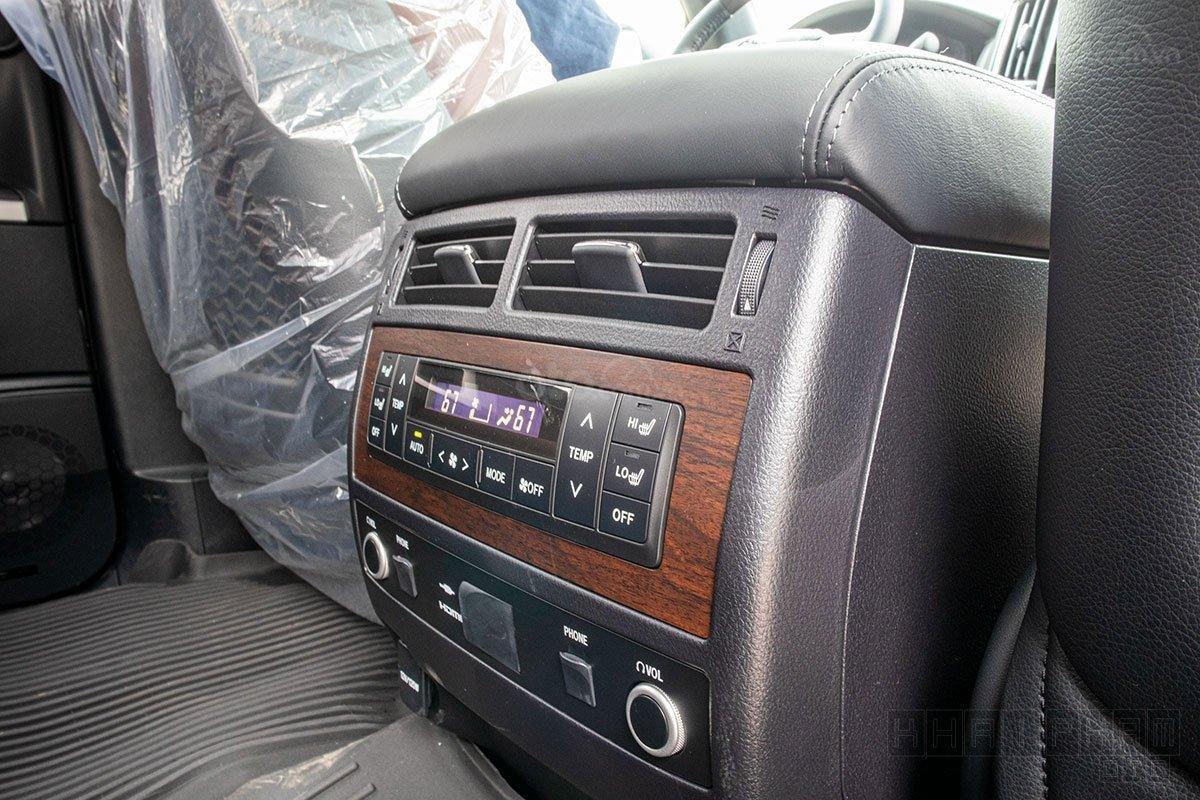Toyota Land Cruiser 2020, giao ngay màu trắng tại Toyota Gò Vấp (13)