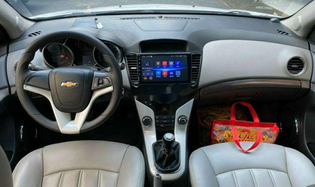 Cần bán lại xe Chevrolet Cruze năm 2014, màu trắng còn mới (4)