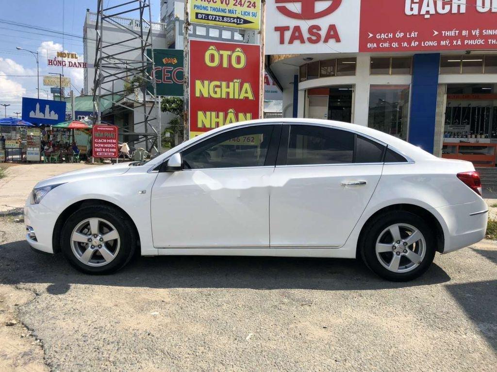 Cần bán lại xe Chevrolet Cruze năm 2014, màu trắng còn mới (8)