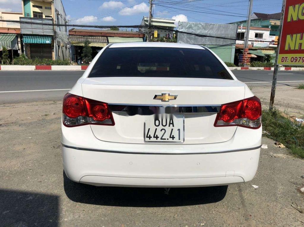 Cần bán lại xe Chevrolet Cruze năm 2014, màu trắng còn mới (3)