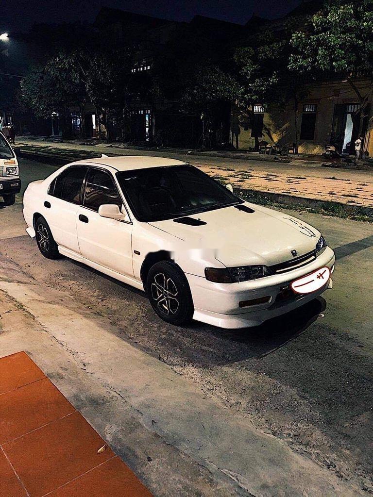 Cần bán lại xe Honda Accord sản xuất năm 1994, màu trắng, nhập khẩu, giá 150tr (1)