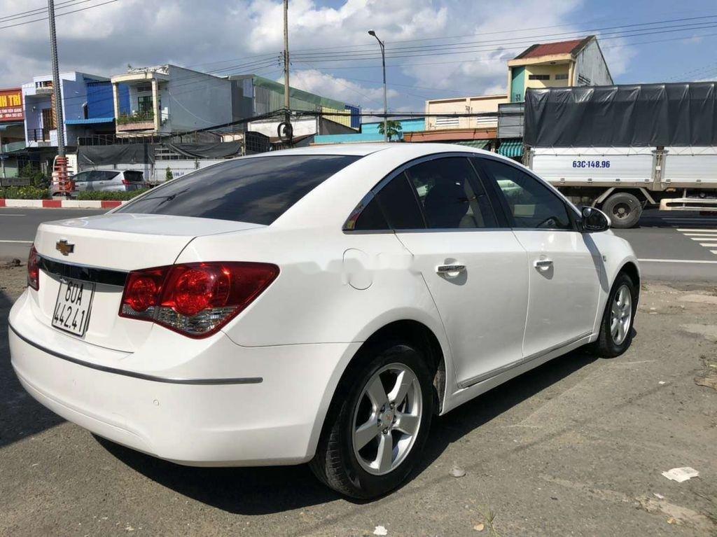 Cần bán lại xe Chevrolet Cruze năm 2014, màu trắng còn mới (9)