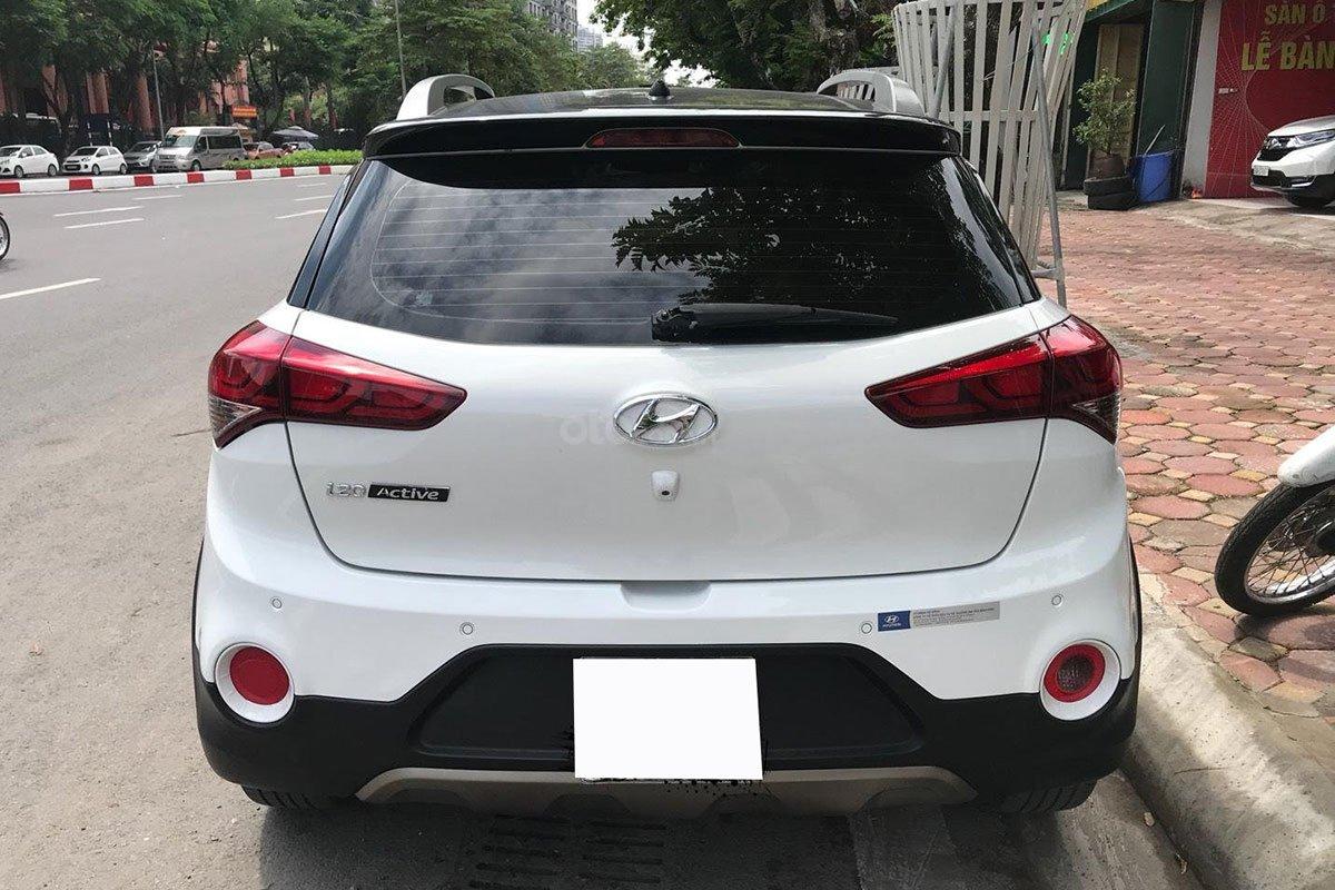 Thiết kế đuôi xe Hyundai i20 Active 2015 1