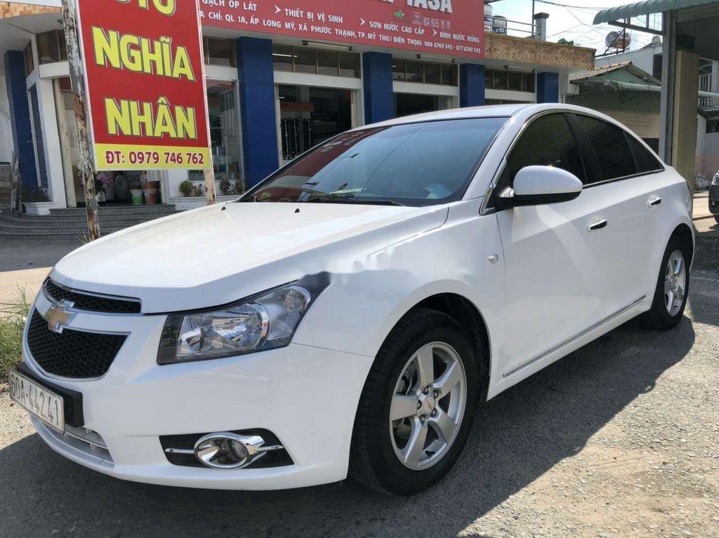 Cần bán lại xe Chevrolet Cruze năm 2014, màu trắng còn mới (7)