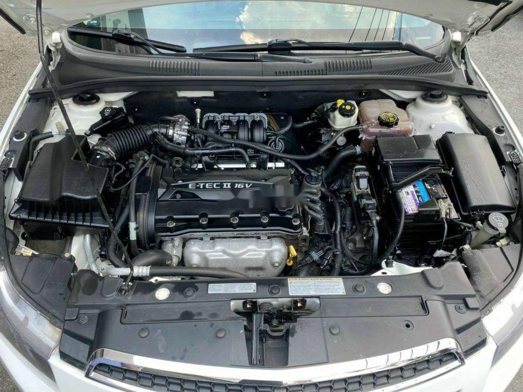 Cần bán lại xe Chevrolet Cruze năm 2014, màu trắng còn mới (6)