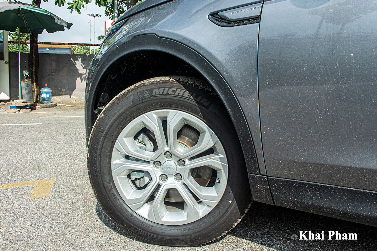 Ngoại thất xe Land Rover Discovery Sport 6.