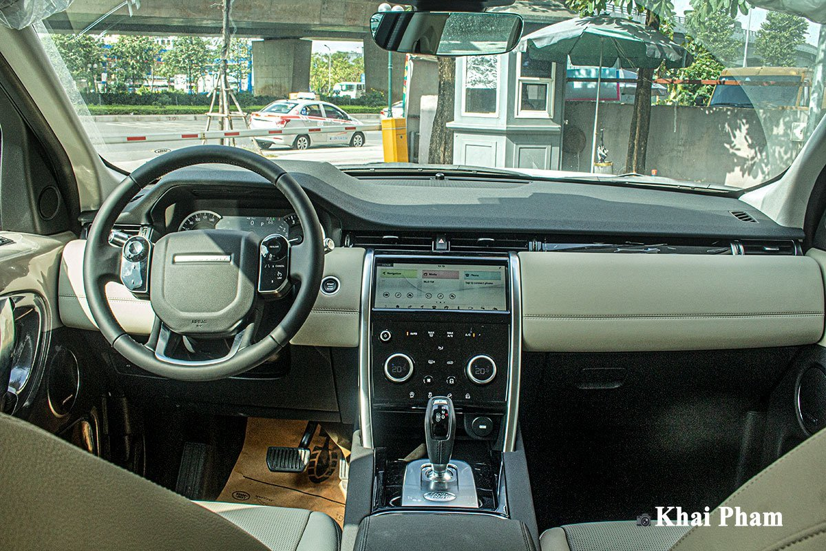 Nội thất xe Land Rover Discovery Sport.