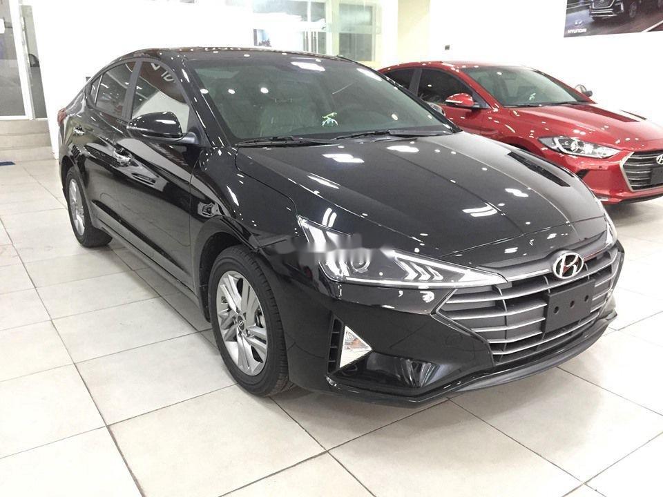 Cần bán Hyundai Elantra đời 2020, màu đen, giá tốt (1)
