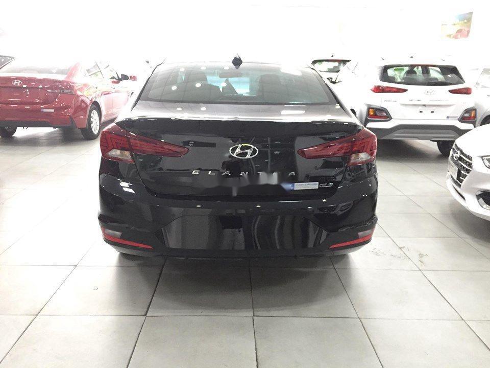 Cần bán Hyundai Elantra đời 2020, màu đen, giá tốt (5)