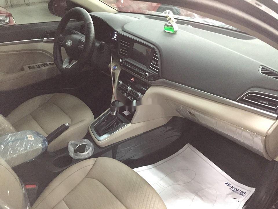 Cần bán Hyundai Elantra đời 2020, màu đen, giá tốt (6)