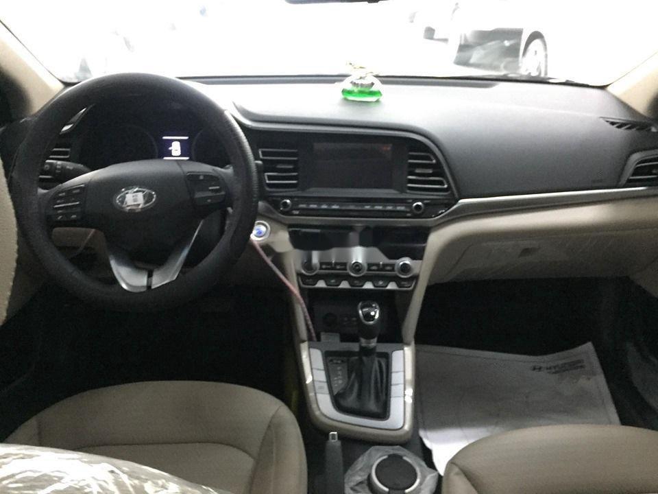 Cần bán Hyundai Elantra đời 2020, màu đen, giá tốt (7)