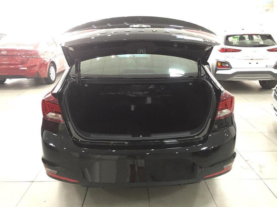Cần bán Hyundai Elantra đời 2020, màu đen, giá tốt (8)