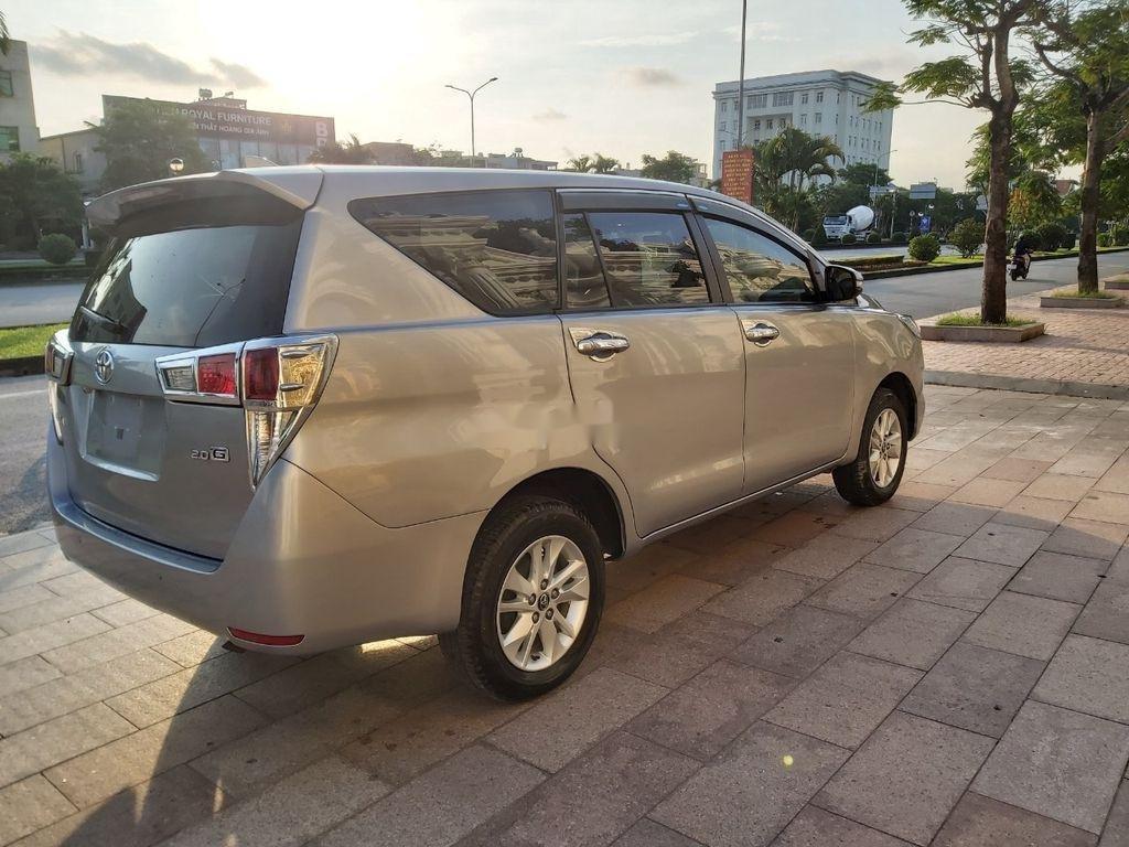 Cần bán xe Toyota Innova năm sản xuất 2018, màu bạc (5)