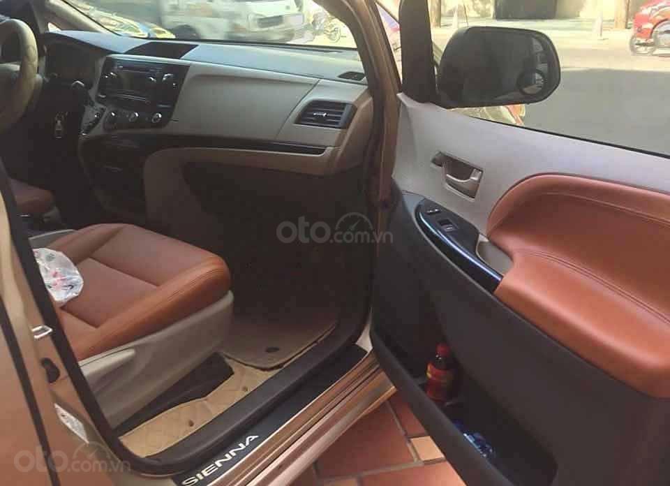 Cần bán xe Toyota Sienna 2010, màu ghi vàng, xe nhập (4)
