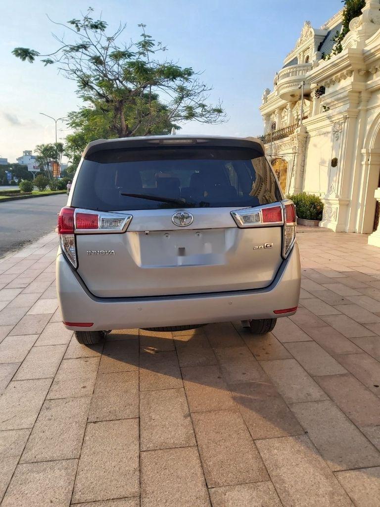 Cần bán xe Toyota Innova năm sản xuất 2018, màu bạc (4)
