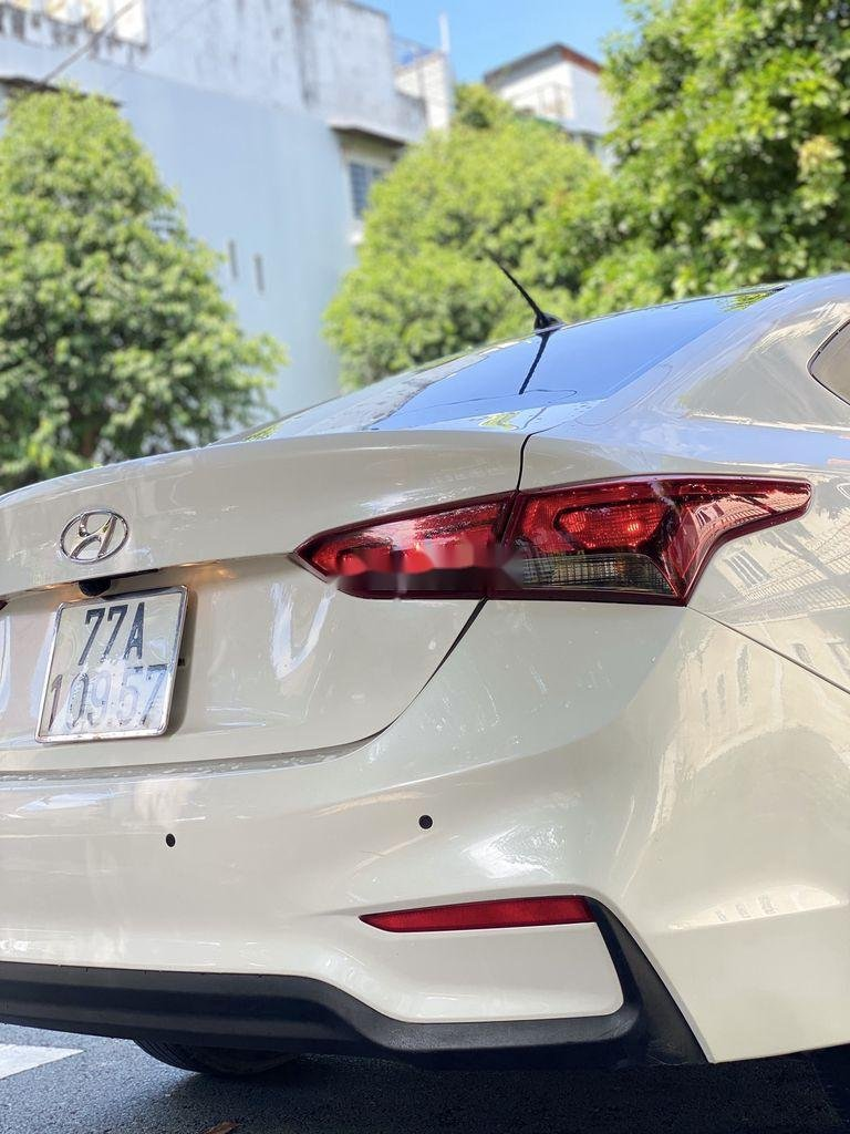 Cần bán lại xe Hyundai Accent năm 2018, màu trắng, giá chỉ 398 triệu (5)