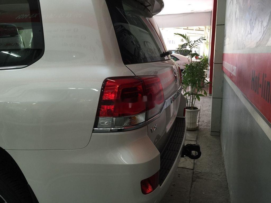 Bán xe Toyota Land Cruiser đời 2020, màu trắng, giao xe nhanh (5)
