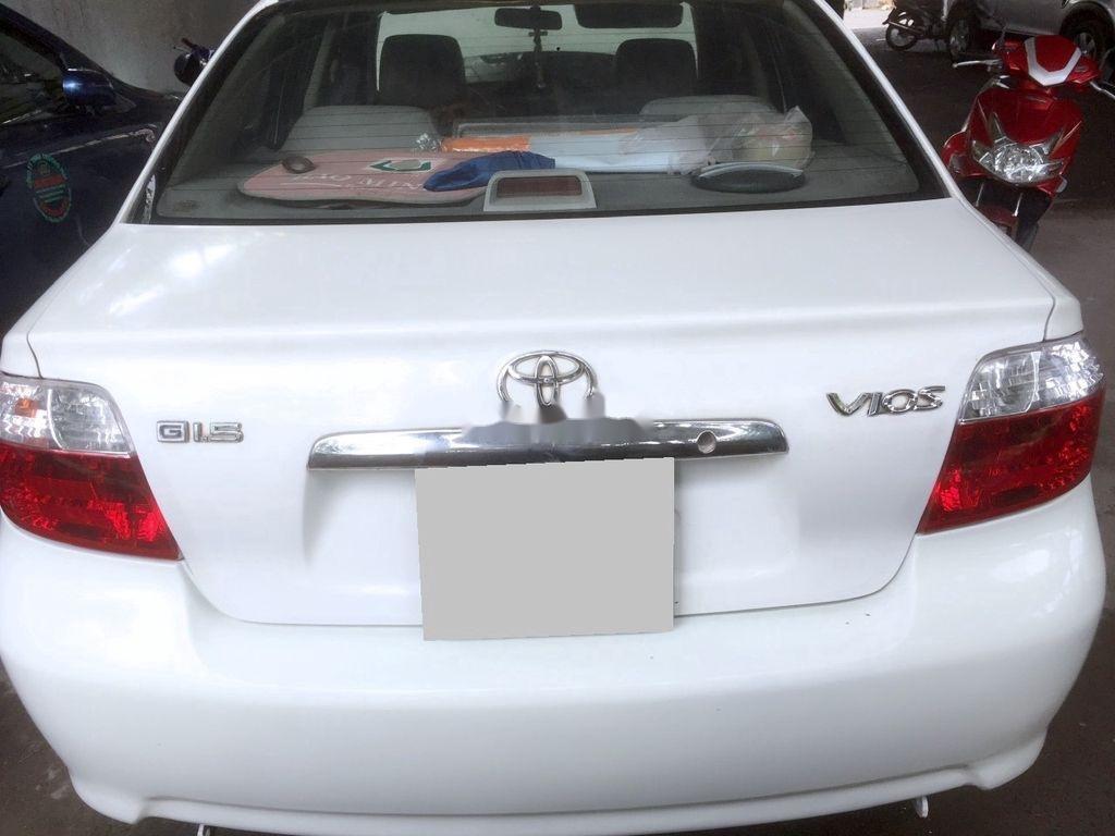 Cần bán Toyota Vios năm 2002, màu trắng, số sàn, giá tốt (2)