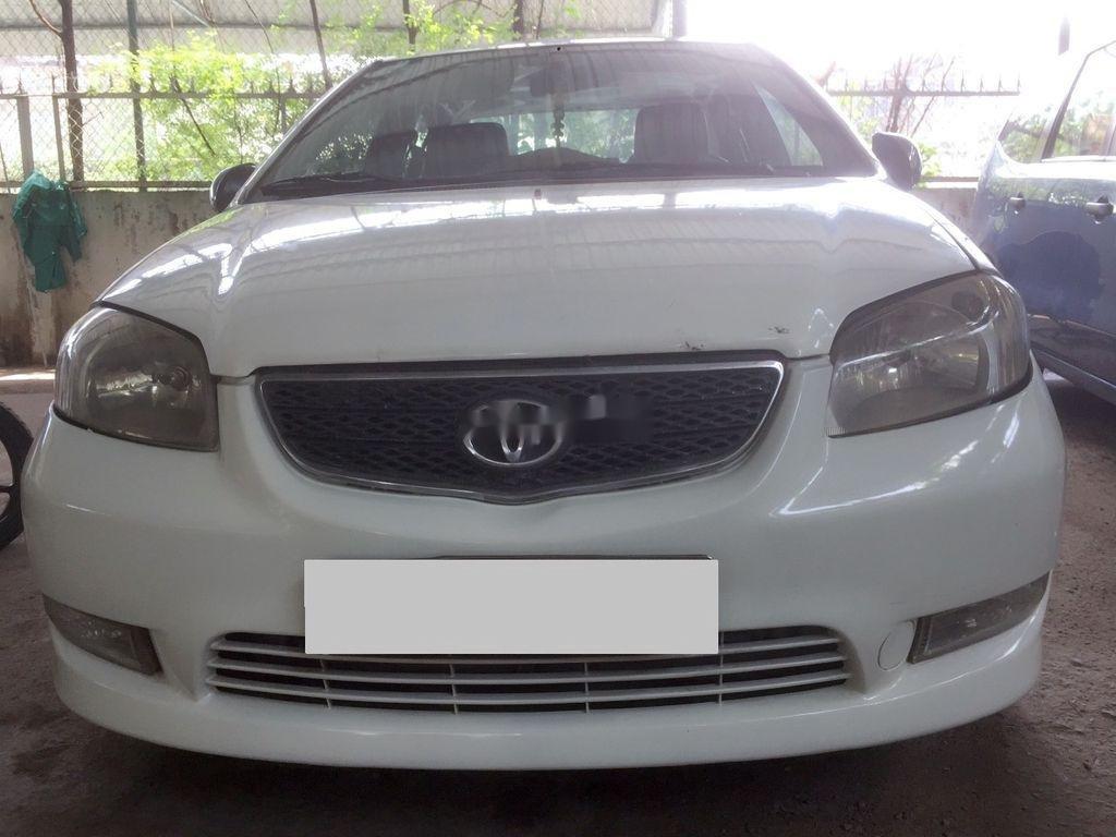 Cần bán Toyota Vios năm 2002, màu trắng, số sàn, giá tốt (1)