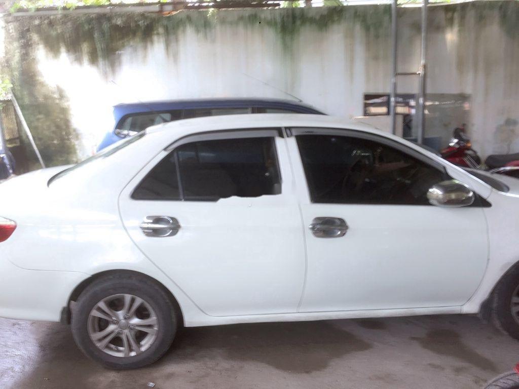 Cần bán Toyota Vios năm 2002, màu trắng, số sàn, giá tốt (3)